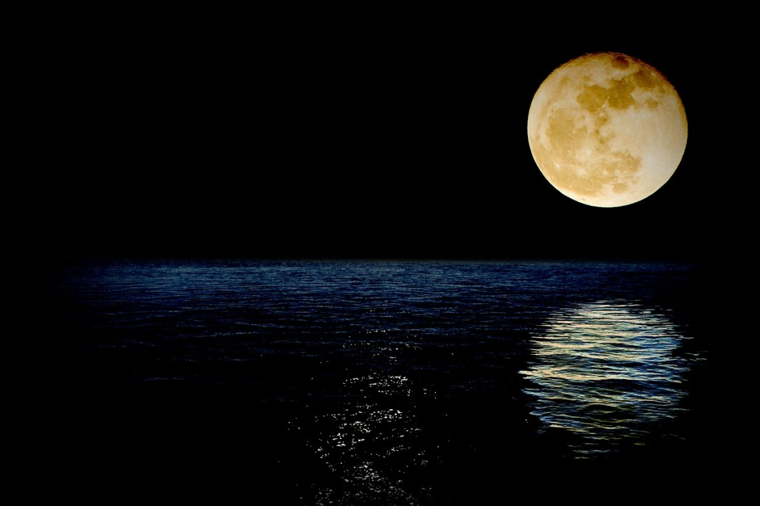 luna-1826849_1280